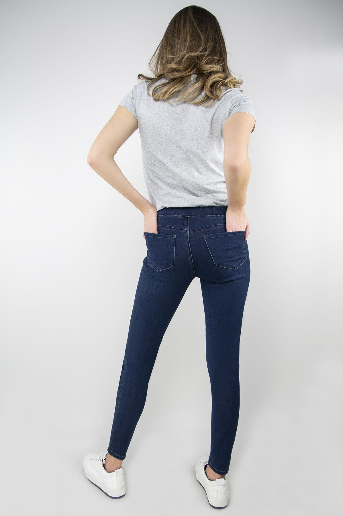 Mid-Rise Pull On Jegging